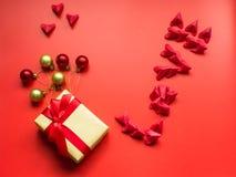 Concepto mínimo de la endecha plana para el día del ` s de la tarjeta del día de San Valentín y el nuevo sí chino Fotografía de archivo libre de regalías