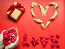 Concepto mínimo de la endecha plana para el día del ` s de la tarjeta del día de San Valentín y el nuevo sí chino Imagen de archivo
