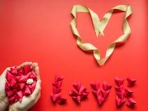 Concepto mínimo de la endecha plana para el día del ` s de la tarjeta del día de San Valentín y el nuevo sí chino Foto de archivo libre de regalías