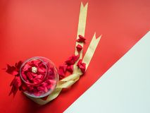 Concepto mínimo de la endecha plana para el día del ` s de la tarjeta del día de San Valentín y el nuevo sí chino Imagen de archivo libre de regalías