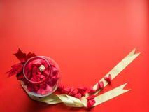 Concepto mínimo de la endecha plana para el día del ` s de la tarjeta del día de San Valentín y el nuevo sí chino Fotos de archivo