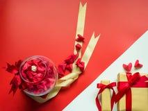 Concepto mínimo de la endecha plana para el día del ` s de la tarjeta del día de San Valentín y el nuevo sí chino Imagenes de archivo