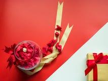 Concepto mínimo de la endecha plana para el día del ` s de la tarjeta del día de San Valentín y el nuevo sí chino Fotos de archivo libres de regalías