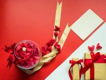 Concepto mínimo de la endecha plana para el día del ` s de la tarjeta del día de San Valentín y el nuevo sí chino Imágenes de archivo libres de regalías