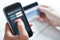 Concepto móvil de las actividades bancarias Fotografía de archivo libre de regalías