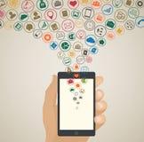 Concepto móvil del desarrollo del app, medios iconos de la nube alrededor de la tableta Fotografía de archivo libre de regalías