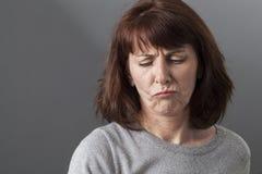 Concepto mental del juez para la mujer infeliz 50s Fotografía de archivo libre de regalías
