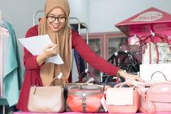 Concepto musulm?n joven del empresario de la empresaria - imagen fotos de archivo libres de regalías