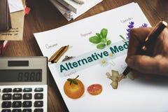 Concepto natural herbario de la atención sanitaria de la medicina alternativa Imagen de archivo libre de regalías