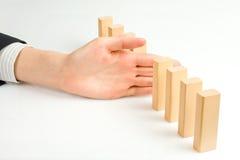 Concepto para la solución a un problema parando el efecto de dominó Fotos de archivo
