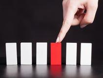 Concepto para la solución a un problema parando el efecto de dominó Imagenes de archivo