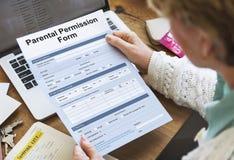 Concepto parental del endoso del consentimiento de la forma del permiso fotografía de archivo