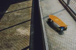 Concepto patinador de la forma de vida de Skatepark del patín que anda en monopatín Foto de archivo libre de regalías