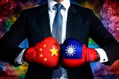 Concepto político y del negocio del conflicto entre Taiwán y China imágenes de archivo libres de regalías