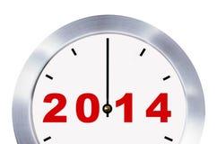Concepto 2014, primer del Año Nuevo del reloj aislado con las trayectorias de recortes. Imagen de archivo