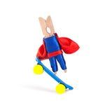 Concepto que anda en monopatín del estilo libre Skater del coche del super héroe de la pinza y acción extrema del deporte Tablero Fotografía de archivo