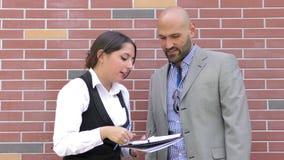 Concepto que habla del trabajo en equipo del hombre y de la mujer de negocios