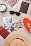 Concepto que viaja, sistema de accesorios turísticos Imagen de archivo libre de regalías