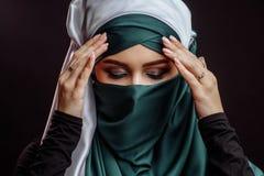 Concepto religioso del belif muchacha que convierte al Islam imagen de archivo libre de regalías