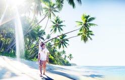 Concepto romántico de la playa tropical de la luna de miel de los pares fotografía de archivo