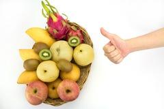 Concepto sano de la consumición, mano con el pulgar para arriba Imagen de archivo
