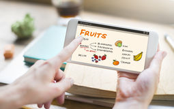 Concepto sano de la lista de compras de las bayas de las frutas imagen de archivo libre de regalías