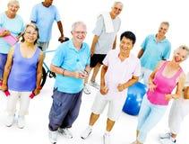 Concepto sano del entrenamiento de la actividad adulta mayor del ejercicio fotos de archivo