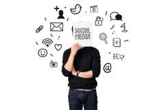Concepto social de la comunicación del presente joven del hombre de negocios medios foto de archivo libre de regalías