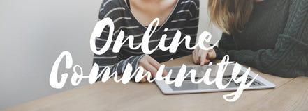 Concepto social de la comunidad en línea de la comunicación medios imagen de archivo libre de regalías