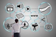 Concepto social de la distribución de información dibujado por un hombre de negocios imagen de archivo