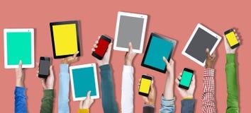 Concepto social de la tecnología en línea del dispositivo de Digitaces medios Imagenes de archivo