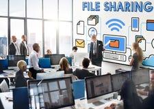 Concepto social del almacenamiento de la tecnología de Internet del compartir archivos fotos de archivo