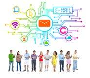 Concepto social del email de Internet del establecimiento de una red de la gente de la diversidad Foto de archivo libre de regalías