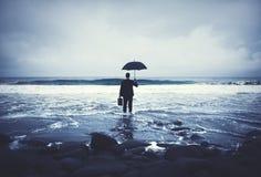 Concepto solo de Alone Anxiety Beach del hombre de negocios fotografía de archivo