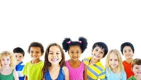 Concepto sonriente de la inocencia de la amistad de los niños de la diversidad Foto de archivo libre de regalías
