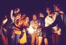 Concepto étnico diverso de la felicidad del ocio del partido de la amistad Fotos de archivo
