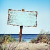 Concepto vacío de la costa costa de la madera de la orilla de la muestra del tablón de la playa Fotos de archivo libres de regalías