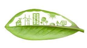 Concepto vivo de la ciudad futurista verde. Vida con las casas verdes, tan