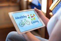 Concepto vivo sano en una tableta fotos de archivo libres de regalías