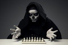 Concepto y x22; El jugar con Death& x22; Imágenes de archivo libres de regalías