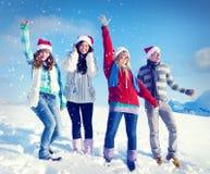 Conceptos de la Navidad de las vacaciones de invierno del disfrute de los amigos Imagen de archivo