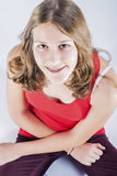 Conceptos de Oralcare Retrato de la muchacha sonriente del adolescente con T oral Fotografía de archivo libre de regalías