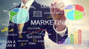 Conceptos del márketing del dibujo del hombre de negocios