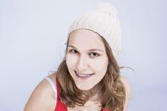 Conceptos e ideas dentales Adolescente femenino caucásico con los dientes Imagen de archivo libre de regalías