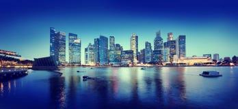 Conceptos panorámicos de la noche de Singapur del paisaje urbano Foto de archivo libre de regalías