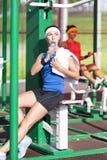 Concepts de sport Athlète deux féminin caucasien positif dans le bon ajustement photo stock