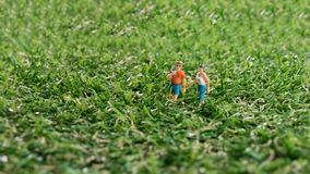 Concepts de voyage et d'aventure Chiffre miniature wa de voyageur mini Images libres de droits