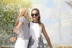 Concepts et idées d'adolescents Deux Girfriends adolescent ensemble P Photos stock