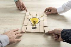 Conceptual da estratégia empresarial, da faculdade criadora ou dos trabalhos de equipa imagem de stock