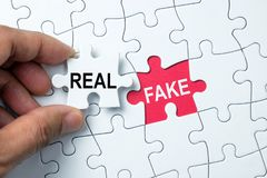 Conceptual real e falsificado imagem de stock royalty free